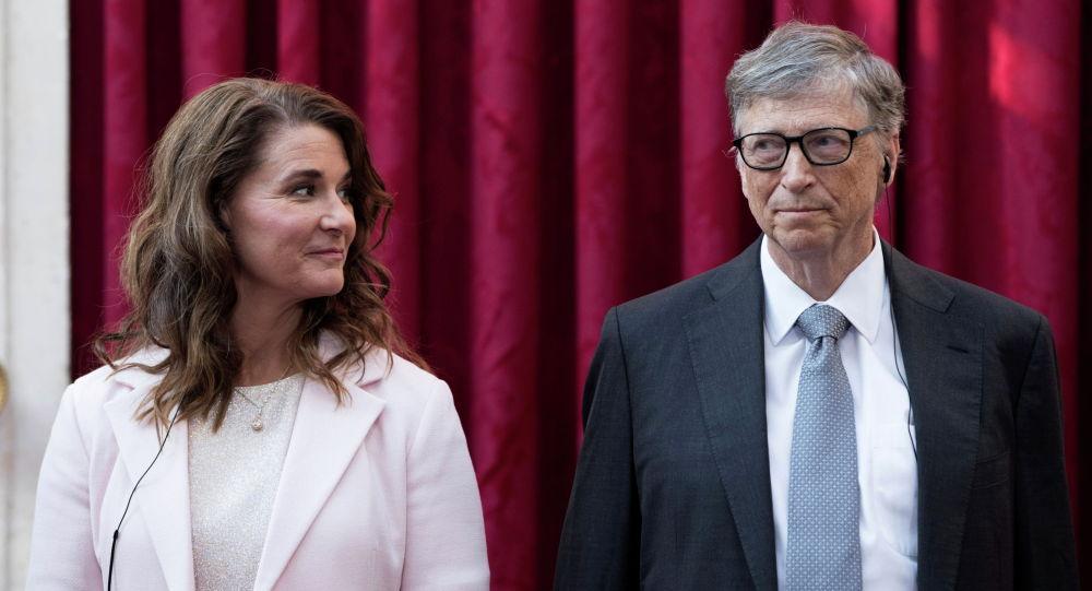 Microsoft компаниясынын негиздөөчүсү Билл Гейтс жубайы Мелинда менен. Архив