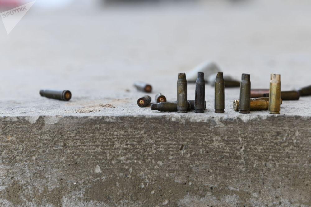 Лейлек районунун айылдарынын биринде атылган октордун гильзалары