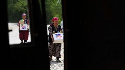 Лейлек районунун айылдарынын биринин тургундары гуманитардык жардамы менен