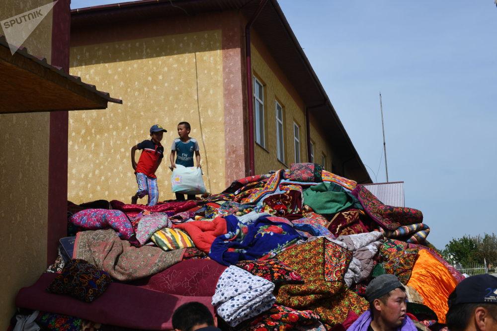 Куралдуу кагылышууда жалпысынан 36 кыргызстандык, анын ичинде 13 жаштагы кыз жана төрт жашар бала ажал тапкан. Дагы 160 адам жапа чеккен.