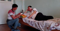 По словам главы села Интернационал, пятерых кыргызстанцев взяли в заложники, когда они пытались потушить горевший дом. Что рассказали похищенные кыргызстанцы, смотрите в видео Sputnik Кыргызстан.