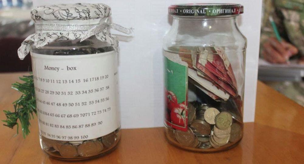 Деньги дестких копилок для пострадавших в ходе конфликта на кыргызско-таджикской границе