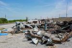 Разрушенные АЗС и торговые точки между селами Арка и Борбордук в Лейлекском районе. Архивное фото