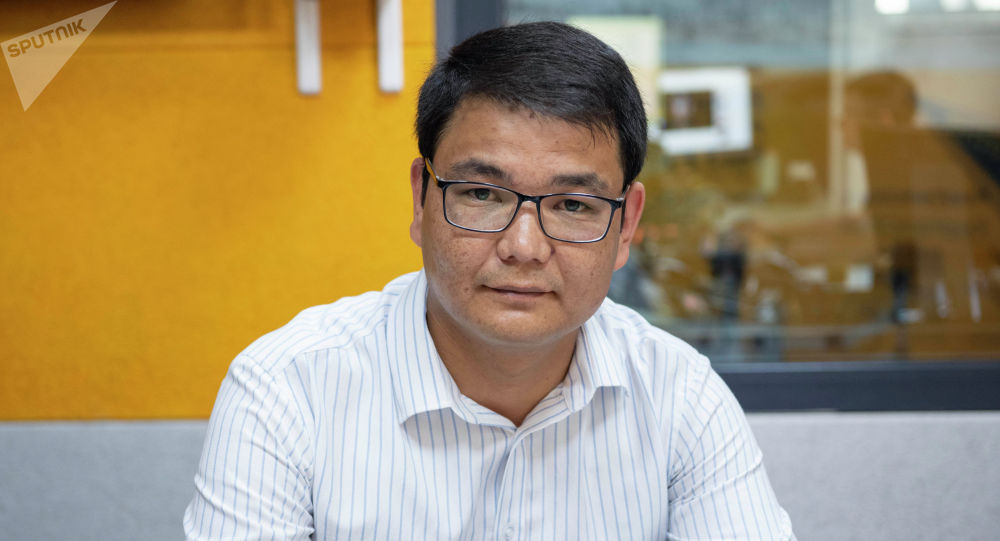 Инфоком мамлекеттик ишканасынын административдик суроолор боюнча директорунун орун басары Азамат Джапаров