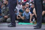 Дети на праздничном намазе в Бишкеке. Архивное фото