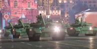 Москвадагы Кызыл аянтта Улуу Жеңиштин 76 жылдыгына карата өтчү парадга болгон даярдык кечинде тартып алынган. Бул тууралуу RT жазды.