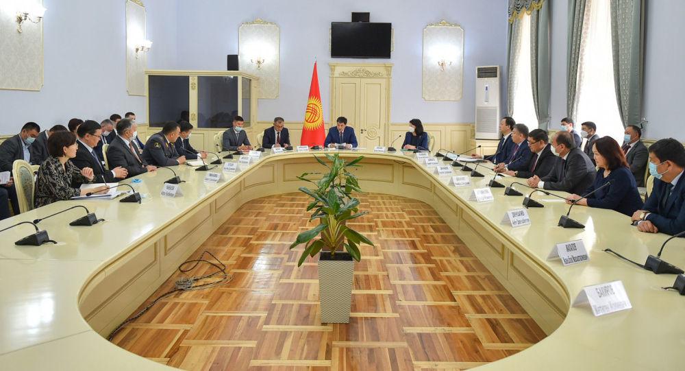Первое совещание кабинета министров Кыргызстана