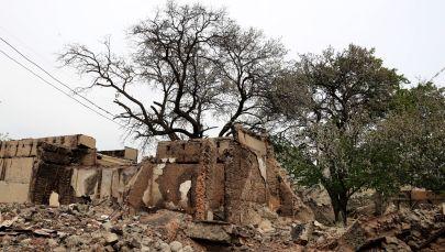 Тажикстан менен чектеш Көк-Таш айылындагы талкаланган имарат