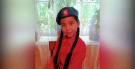 12-летняя Мадина Рахматжанова погибла во время конфликта на кыргызско-таджикской границе. Трагедия произошла 29 апреля в селе Интернационал Лейлекского района. Похоронили девочку 3 мая.
