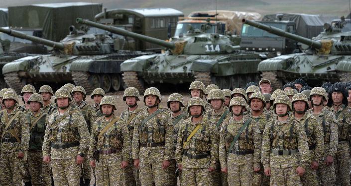 Военный полигон Бужум в Баткенской области во время визита президента КР. 06 мая 2021 года