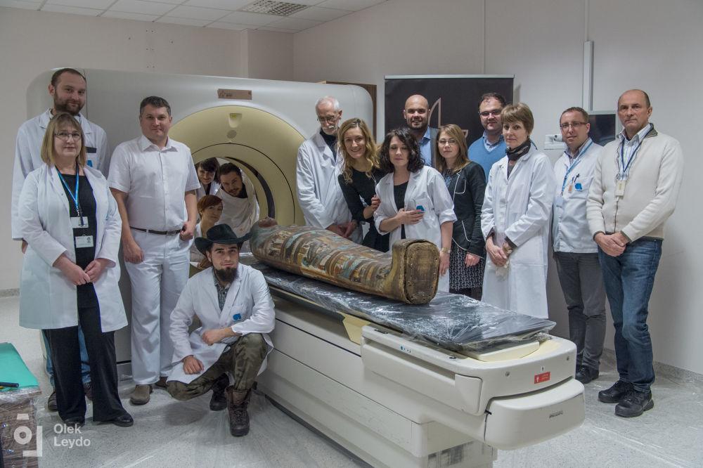 Польские ученые прозвали беременную мумию Загадочной дамой.