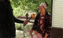 Вынужденные покинуть свои дома женщины рассказали, как им пришлось бежать из зоны конфликта. Они отметили, что желают лишь одного — жить в мире.