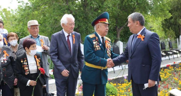 В Бишкеке на Братском кладбище прошел митинг-реквием, посвященный 76-й годовщине Победы в Великой Отечественной войне