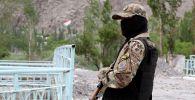 Военнослужащий вооруженных сил КР в приграничном с Таджикистаном селе