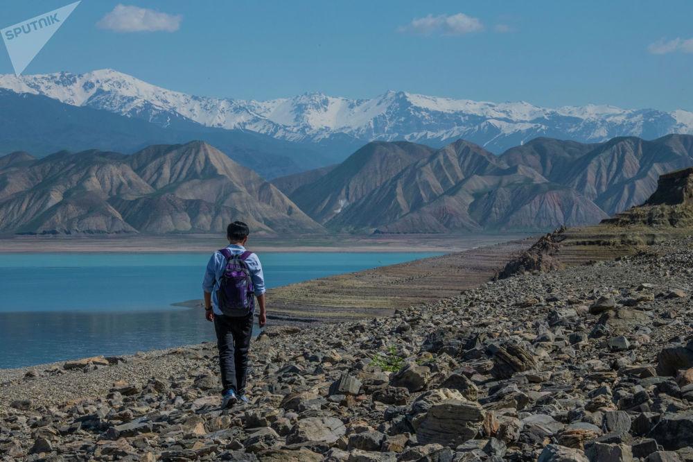 Но кыргызстанцам осталось только надеяться, что теплый сезон не будет маловодным