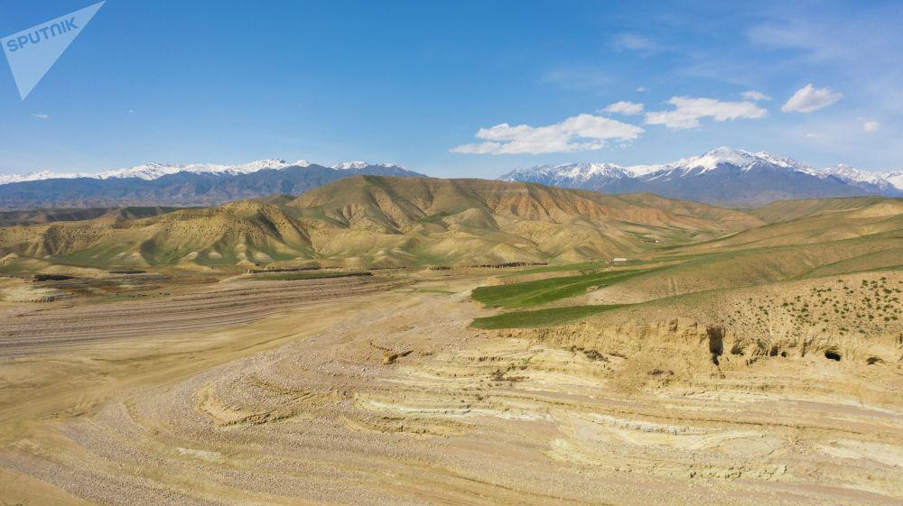 Мертвый уровень составляет 5,5 миллиарда кубометров. При таком объеме главная ГЭС страны не сможет вырабатывать электричество.