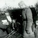 Замбирекчилер Орел жана Курск догосунда салгылашууга даярданып жаткан учуру. Орел-Курск догосу. 1943-жыл, июль. Репродукция. КР Борбордук мамлекеттик кинофотодокументтеринин архиви. 1943-жылы 5-июлда Курск догосунда Кызыл армия менен вермахтын ортосунда башталган салгылаш кырк тогуз күнгө созулган. Ошондон кийин фашисттик Германия чабуул коюу мүмкүнчүлүгүн жоготкон.