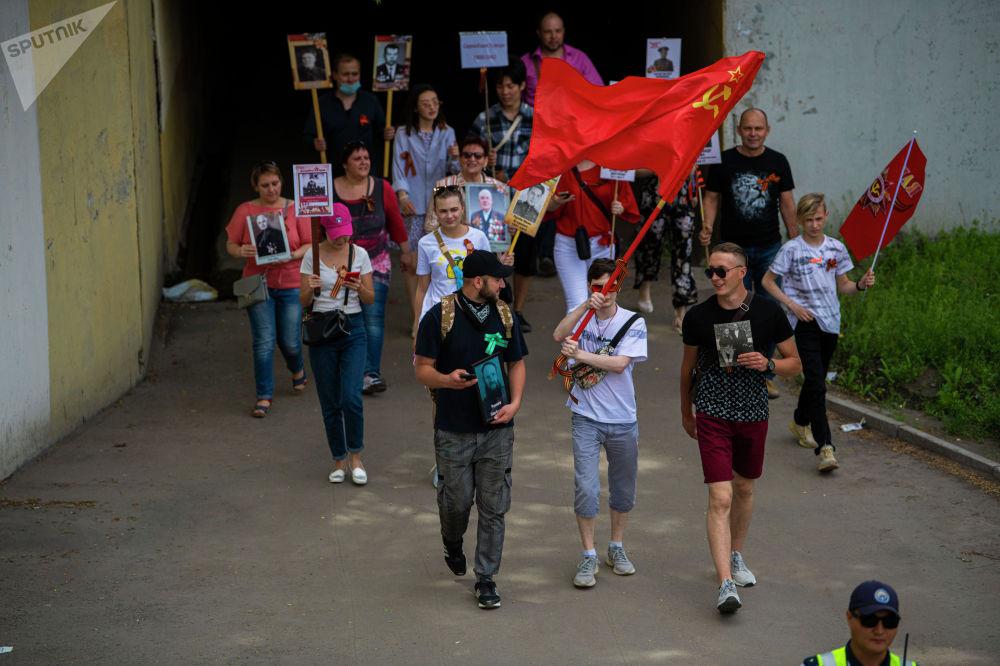 Несмотря на запрет Бессмертного полка 9 Мая из-за коронавируса, шествие все-таки состоялось