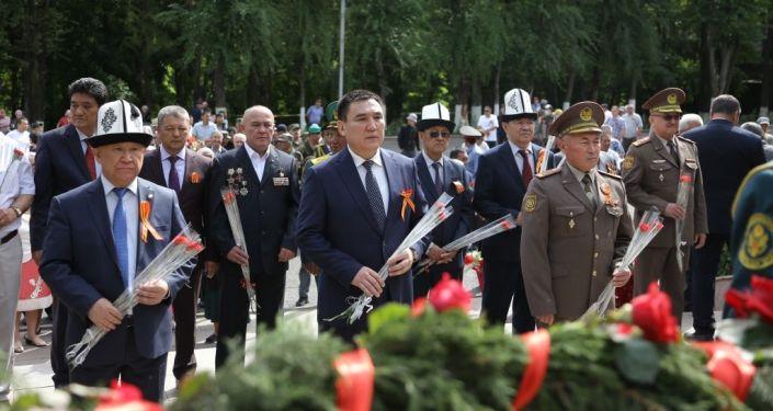 В рамках праздничных мероприятий, приуроченных к 76-летию Победы в Великой Отечественной войне возле мемориального комплекса Вечный огонь в Оше состоялся митинг-реквием