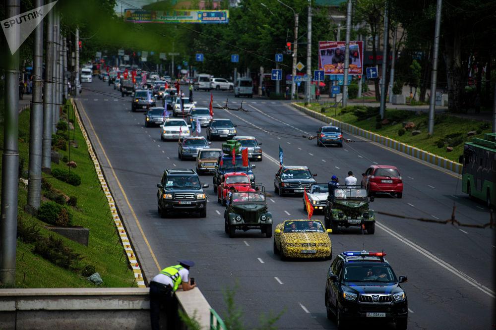 Участники автопробега в честь 76-й годовщины Победы в Великой Отечественной войне в Бишкеке