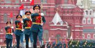 Почетный караул 154 отдельного комендантского преображенского полка на военном параде, посвящённом 74-й годовщине Победы в Великой Отечественной войне.