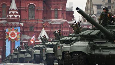 Танки Т-72Б3М на военном параде в честь 76-й годовщины Победы в Великой Отечественной войне в Москве.