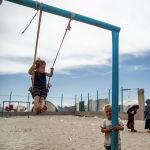 Дети играют в лагере Аль-Хол, где проживает около 60 000 беженцев в провинции Хасаке, Сирия. 1 мая 2021 года