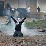 Столкновения манифестантов с силовиками во время акции протеста против налоговой реформы в Колумбии. 3 мая 2021 года