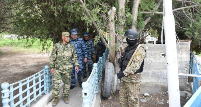 Министр внутренних дел Улан Ниязбеков с рабочей поездкой посетил Баткенскую область. 09 мая 2021 года