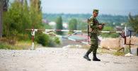 Сотрудник пограничной службы КР в селе Максат Лейлекского района Баткена
