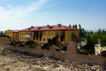 Вид с высоты дрона на сгоревшее здание школы в селе Максат, после конфликта с Таджикистаном