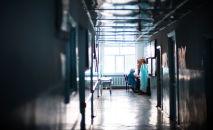 Медсестра в отделении больницы. Архивное фото