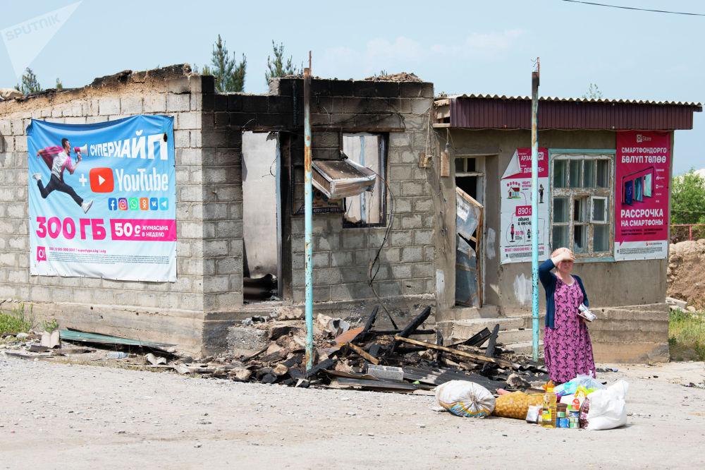 Продуктовый магазин в одном из сел Лейлекского района, разрушенный в ходе приграничного конфликта между Кыргызстаном и Таджикистаном