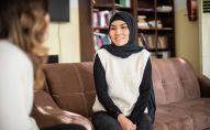 Преподаватель английского языка из Афганистана Зарифа Адиба во время интервью