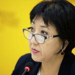 Первый заместитель председателя Фонда обязательного медицинского страхования Клара Оскомбаева во время брифинга в пресс-центре Sputnik Кыргызстан