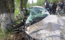 Столкновение автомобилей на Иссык-Куле с участием Lexus и Volkswagen