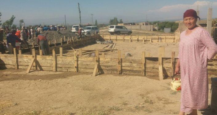 В селе Максат Баткенской области на месте сгоревших жилых домов началось строительство новых