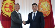 Президент КР Садыр Жапаров и посол США в Кыргызстане Дональда Лу