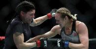Андреа Ли (справа) в поединке в женском наилегчайшем весе UFC. Архивное фото