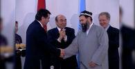 24 года назад президент Таджикистана Эмомали Рахмон (в то время Рахмонов) и глава Объединенной таджикской оппозиции Саид Абдулло Нури провели переговоры в Бишкеке. Они поставили подписи под документами о прекращении гражданской войны в республике.