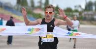 Кыргызстандык спортчу Илья Тяпкин Run the Silk road эл аралык марафонун аяктап жаткан учурда