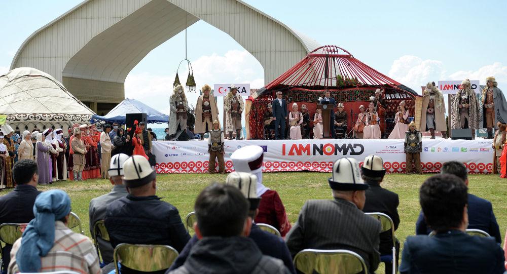 Президент Кыргызстана Садыр Жапаров на церемонии открытия очередной Иссык-Кульской международной туристической выставки-ярмарки ITF-2021 под названием Я кочевник