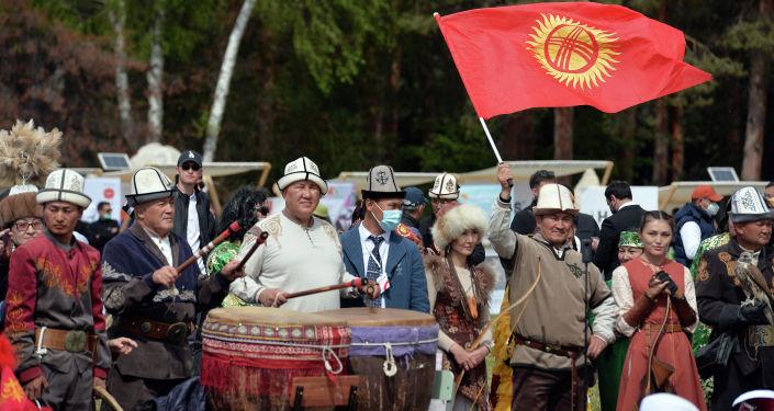 Участники церемонии открытия очередной Иссык-Кульской международной туристической выставки-ярмарки ITF-2021 под названием Я кочевник