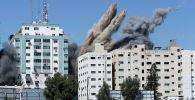 Обрушение здания в секторе Газа, где располагались офисы международных СМИ