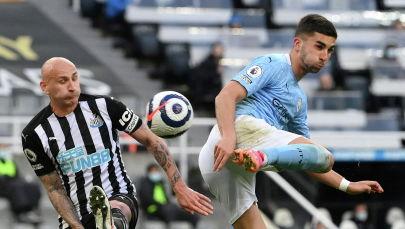 Форвард Манчестер Сити Ферран Торрес забивает свой второй гол в матче премьер-лиги против Ньюкасла