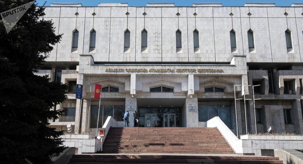 Алыкул Осмонов атындагы Улуттук китепкана. Архив