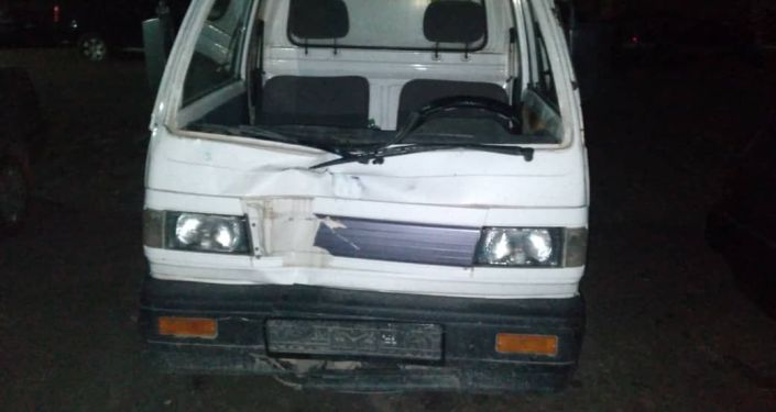 По автодороге Бишкек-Ош на 41 км в селе Беловодск неизвестный водитель на не неустановленной автомашине совершил наезд на пешехода и скрылся с место происшествия не оказав медицинскую помощь. 16 мая 2021 года