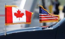 Флаги США и Канады. Архивное фото