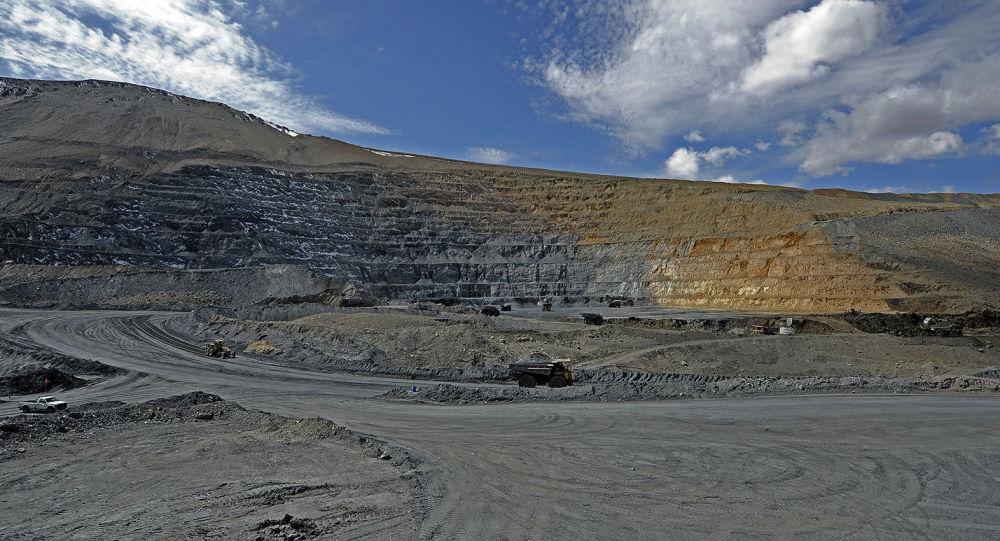 Добыча золотоносной руды на руднике Кумтор. Архивное фото