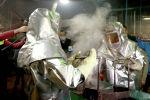 Сотрудники во время работы на заводе по обогащению золотоносной руды добываемой на руднике Кумтор